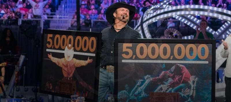 GARTH CELEBRATES 5 MILLIONTH TICKET!