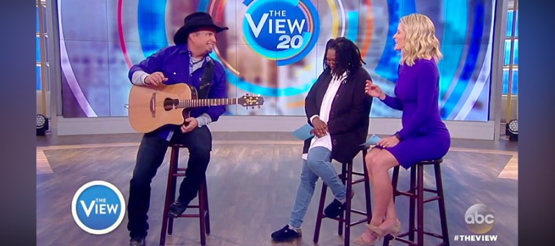 GARTH PERFORMS SPECIAL SONG ON THE VIEW